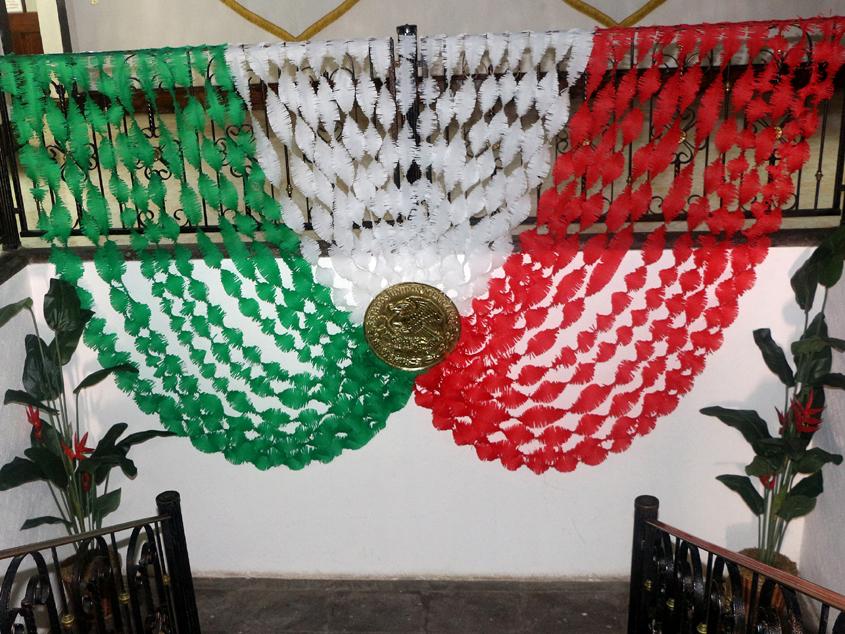 Como hacer un adorno 15 de septiembre 15 de septiembre for Puertas decoradas 16 de septiembre